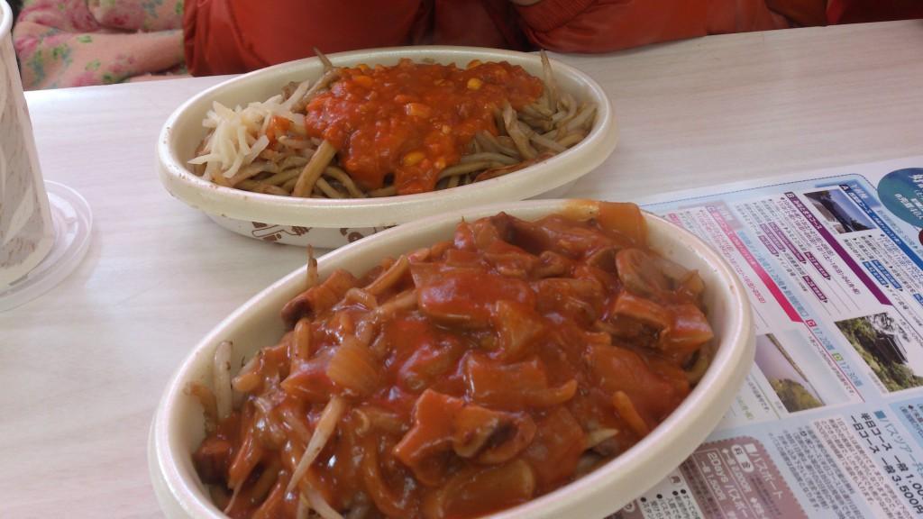 1日目、遅めにお昼は「みかづき」へ。地元の人にはかなり有名のようです。新潟名物「イタリアン」を食べました。焼きそばの上にミートソースがのってます。ホワイトソースとか麻婆豆腐をのせるメニューもありました。
