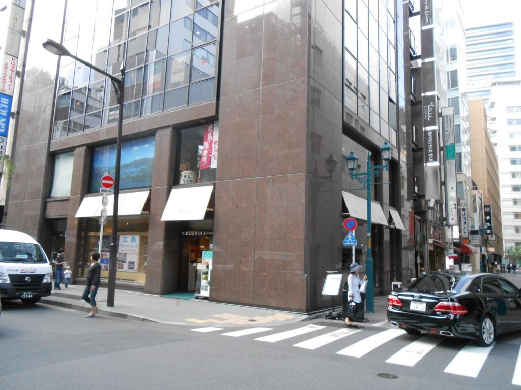 ブランドショップとか地元の店っぽく見えちゃってますが、広島県のアンテナショップ、1階です。アンテナショップ出さなくても十分観光誘致能力はある県だと思いますけど。