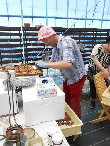 はたらくムッシュー。粟津温泉にあるパン屋「メティサージュ」のアンデルス。この方は本当に楽しそうに仕事されてます。美味しいパンをありがとう☆