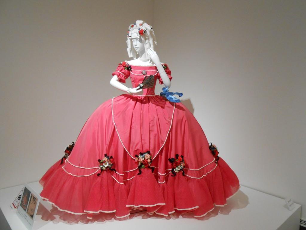 お姫様ドレスのスケッチを、マルヤマケイタさんが再現。そういえばマルヤマケイタさん、ちょこっとしたデコデコのデザインで、私好みの服を作るなあと思っていたら、ルーツは一緒だったのね。